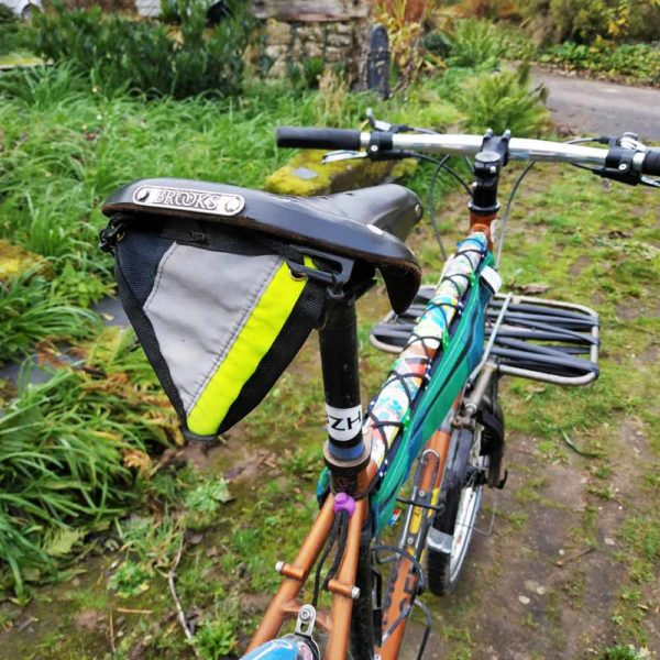 Triangle réfléchissant sur selle vélo