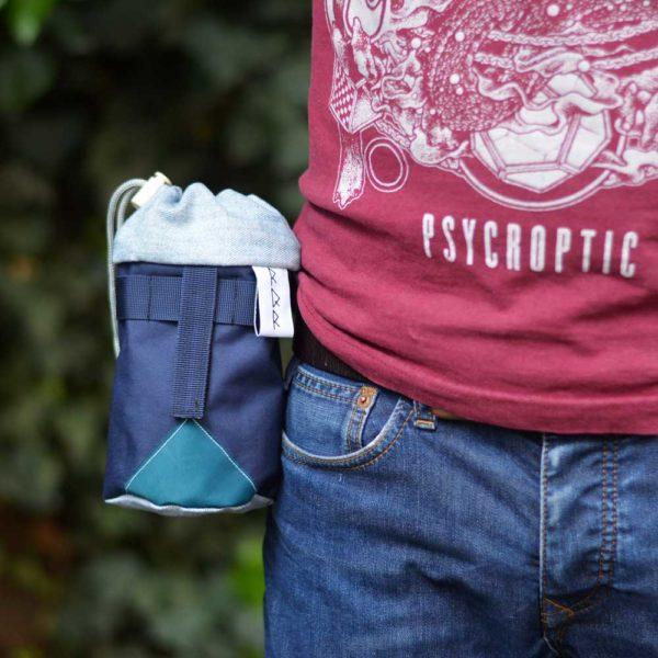 sacoche à la ceinture bleue