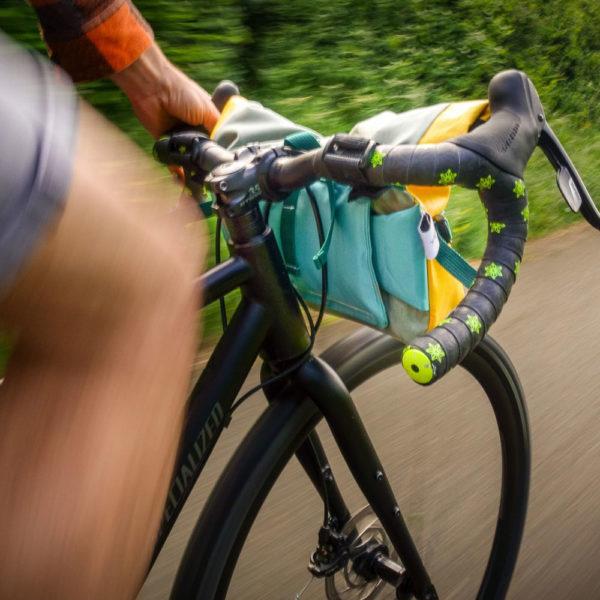 Vélo en mouvement avec le guidon