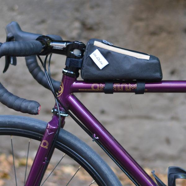 sacoche top tube vélo noire et beige